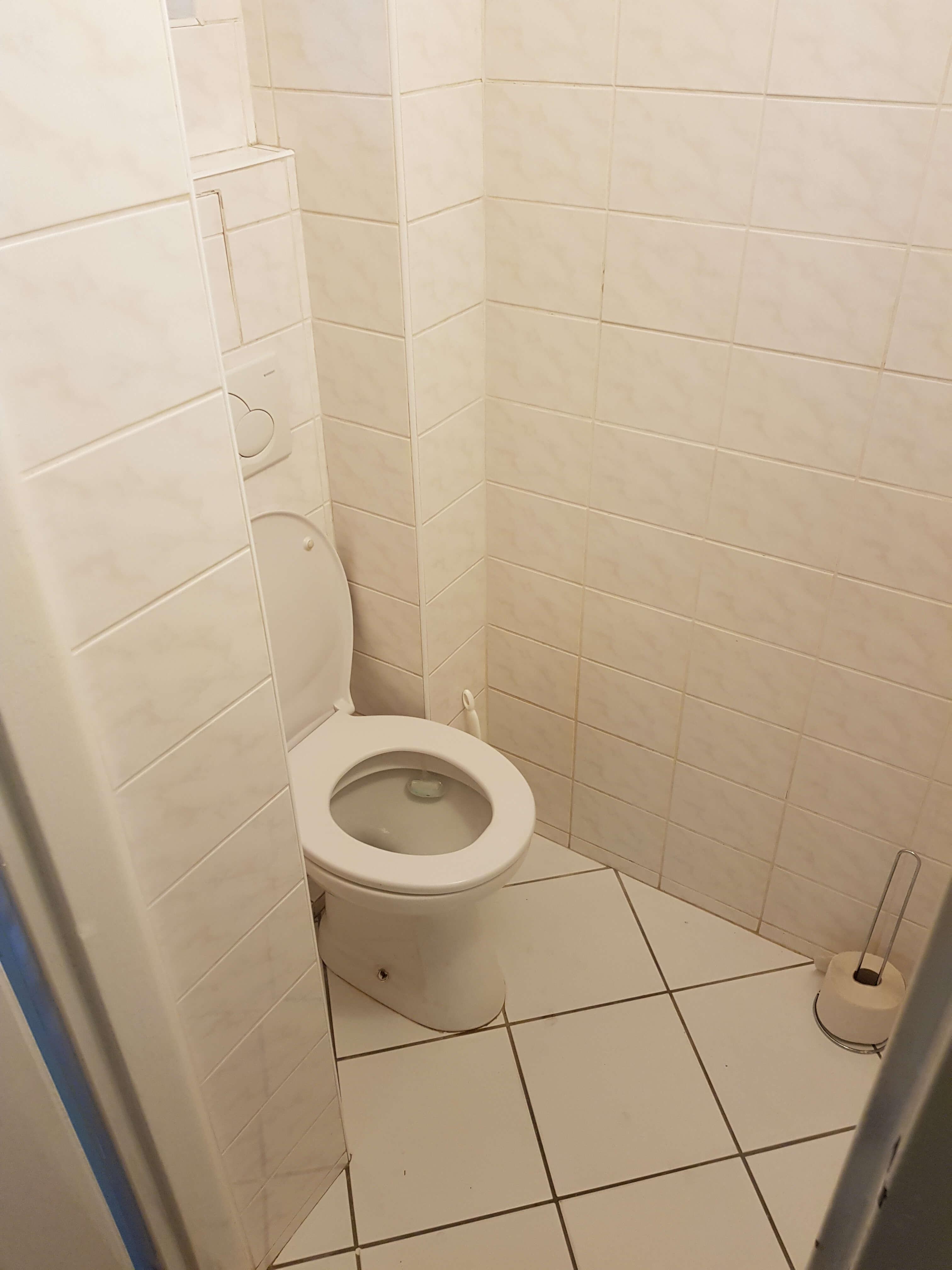 Prenájom jednej izby v 2 izb. byte, staré mesto, Šancová ulica, Bratislava, 80m2, zariadený-24