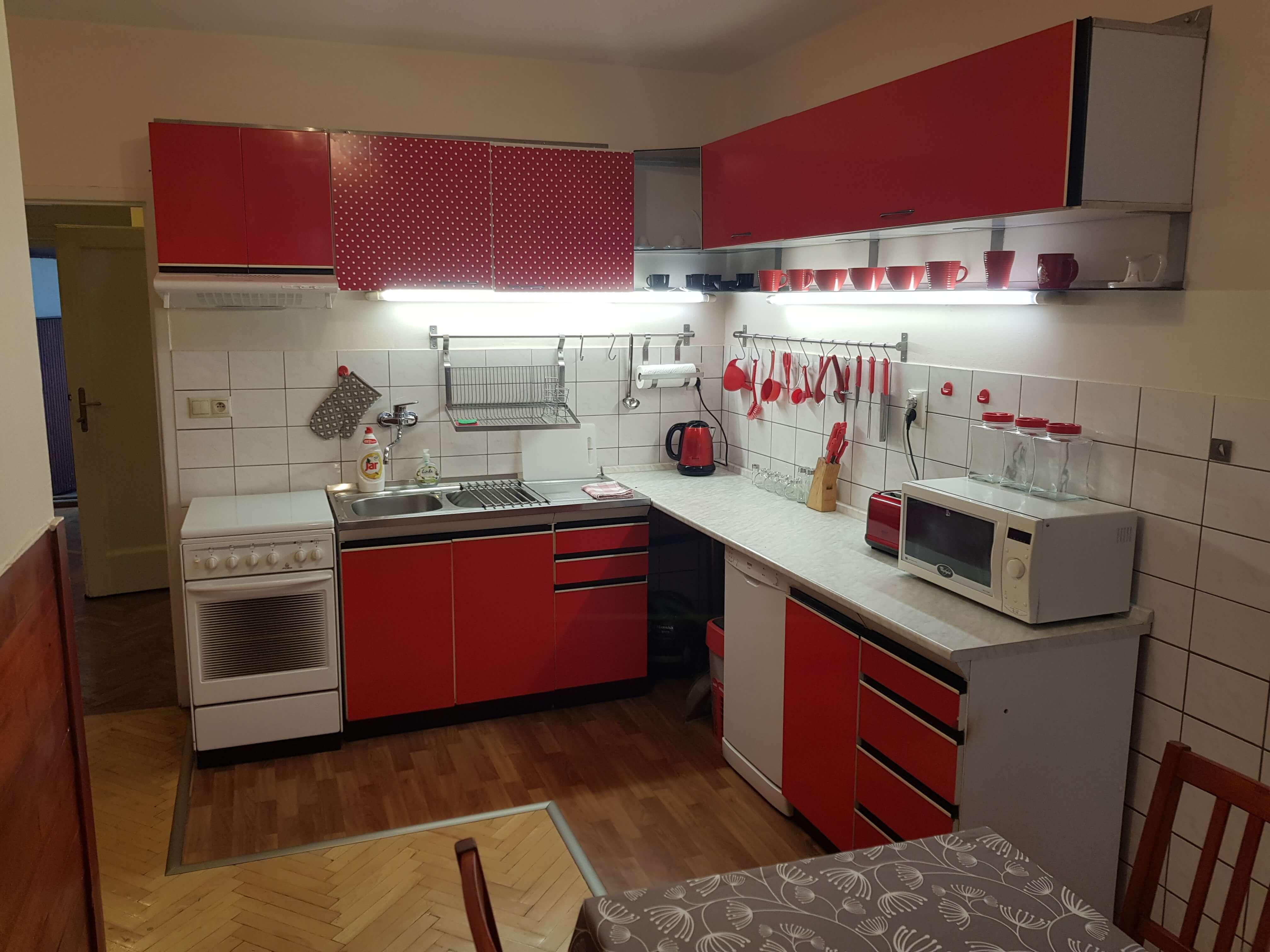 Prenájom jednej izby v 2 izb. byte, staré mesto, Šancová ulica, Bratislava, 80m2, zariadený-1