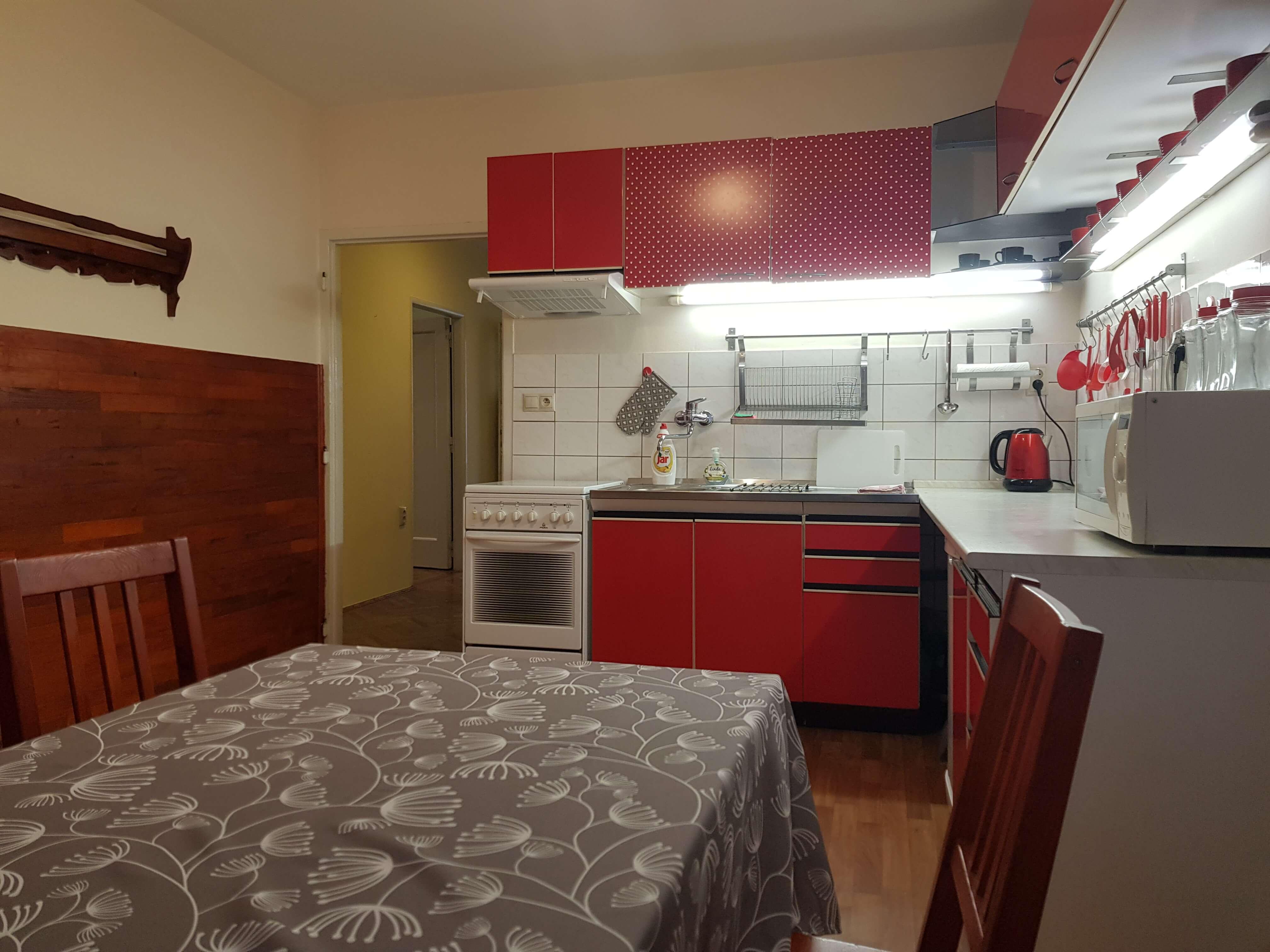 Prenájom jednej izby v 2 izb. byte, staré mesto, Šancová ulica, Bratislava, 80m2, zariadený-25