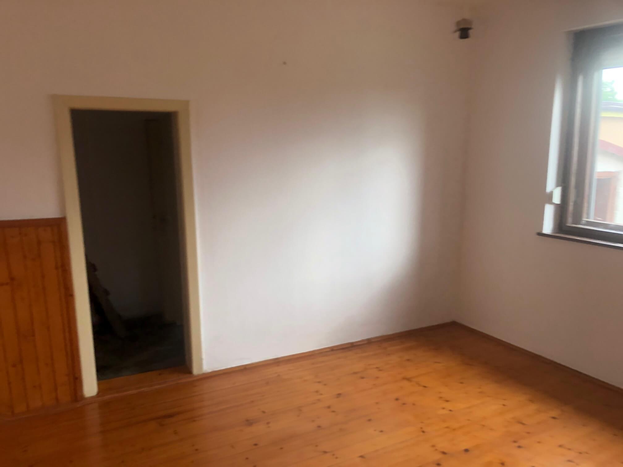 Predané: Pôvodný 4 izbový Rodinný dom v Šoporni, úžitková 96m2 plus 96m2 povala, pozemok 550m2-22
