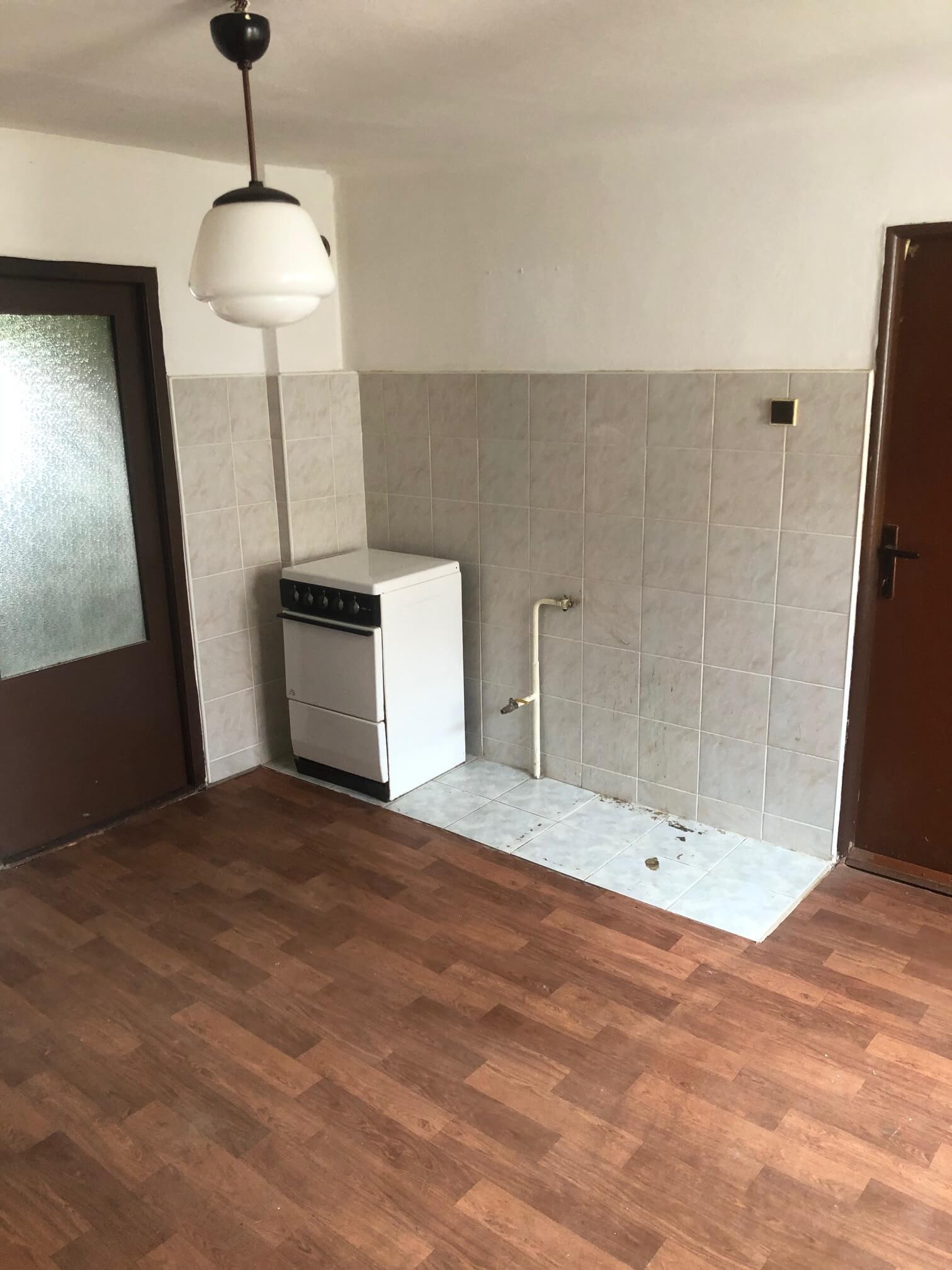 Predané: Pôvodný 4 izbový Rodinný dom v Šoporni, úžitková 96m2 plus 96m2 povala, pozemok 550m2-14