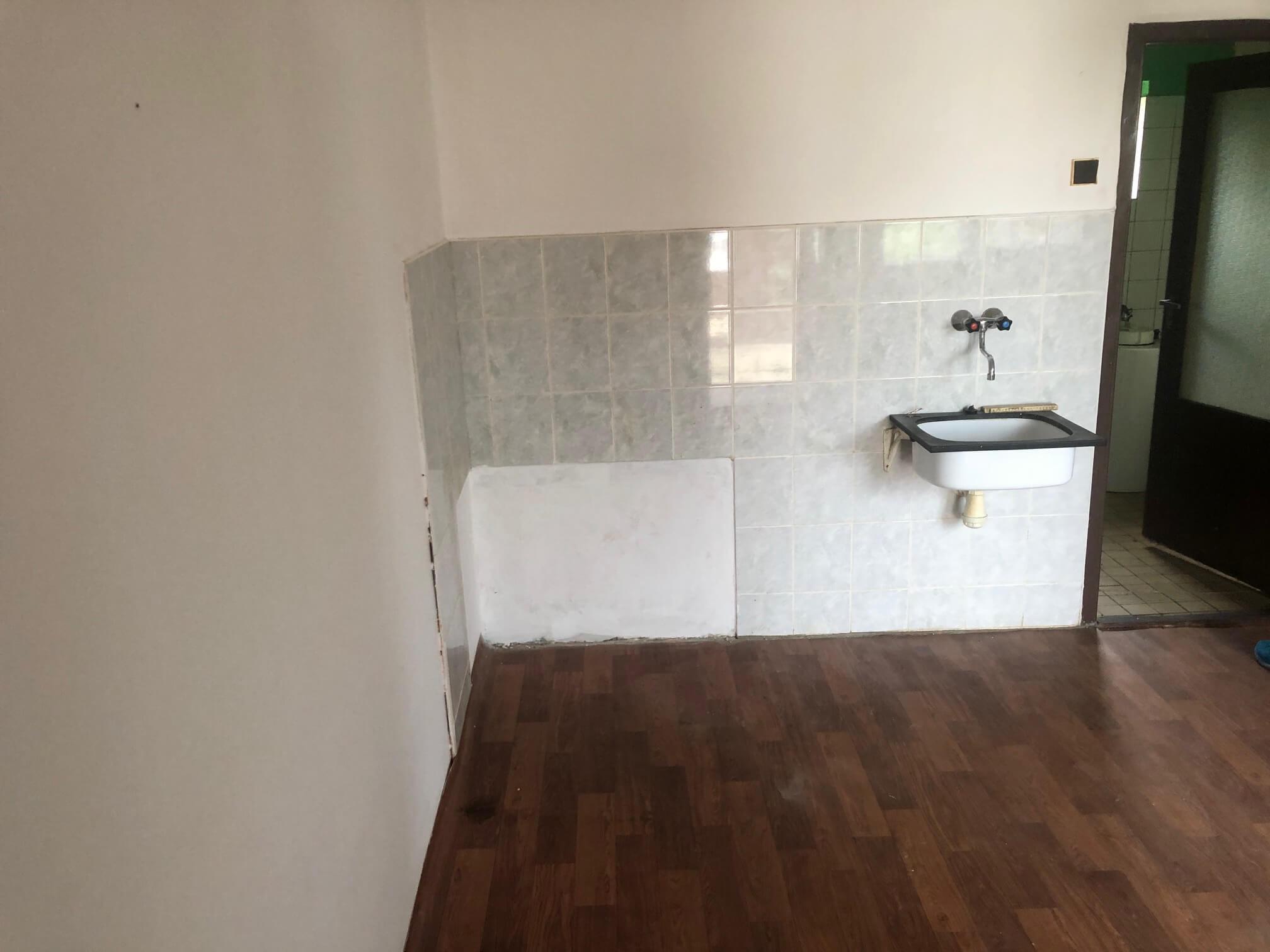 Predané: Pôvodný 4 izbový Rodinný dom v Šoporni, úžitková 96m2 plus 96m2 povala, pozemok 550m2-13