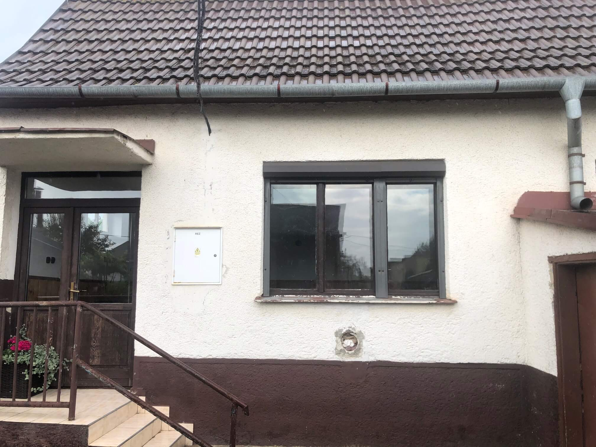 Predané: Pôvodný 4 izbový Rodinný dom v Šoporni, úžitková 96m2 plus 96m2 povala, pozemok 550m2-1