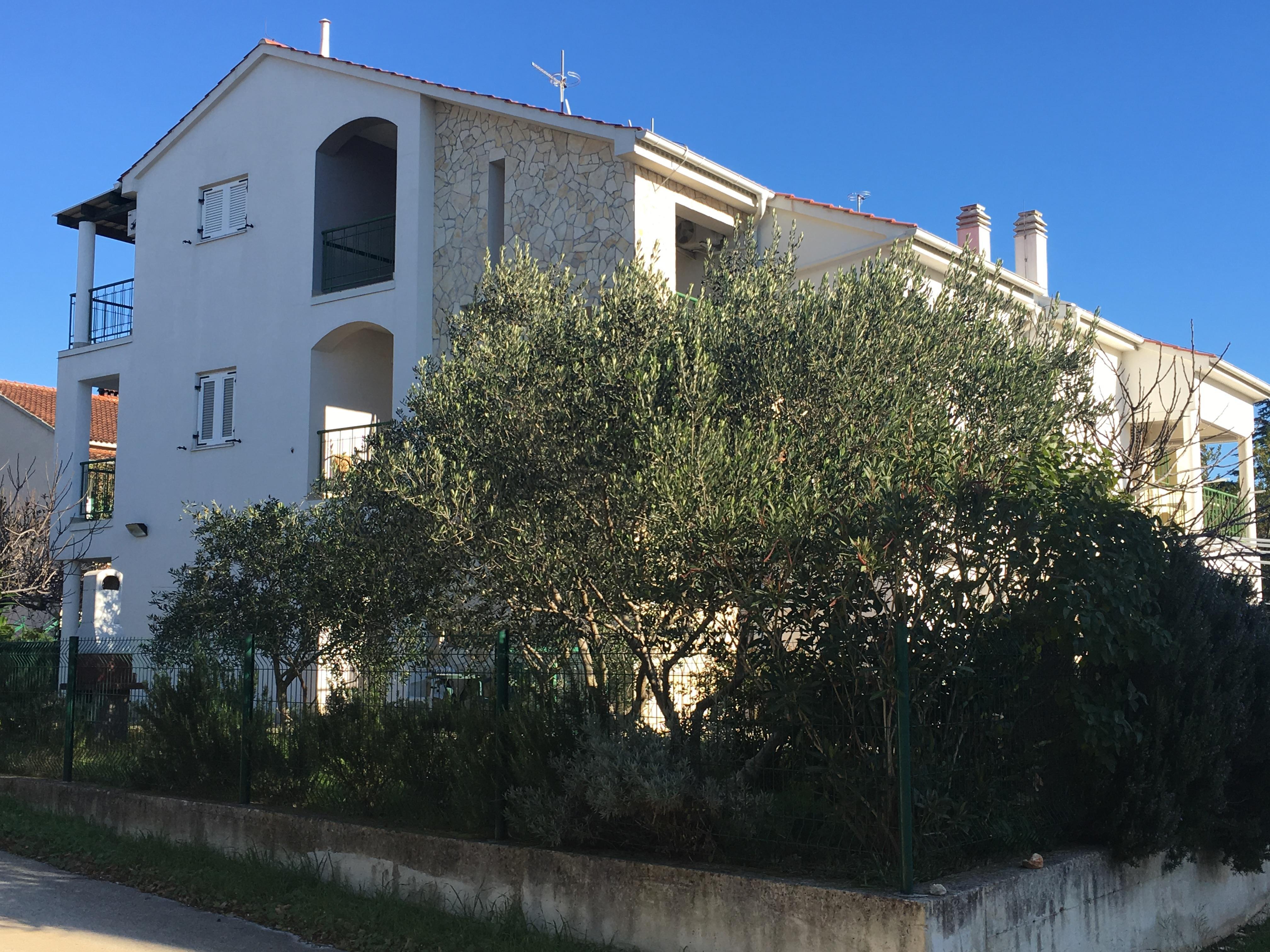 3 izbový apartmán pri mori v Chorvátsku, Biogradská riviera Turanj, 100m2 + garaž, 70m od mora-3