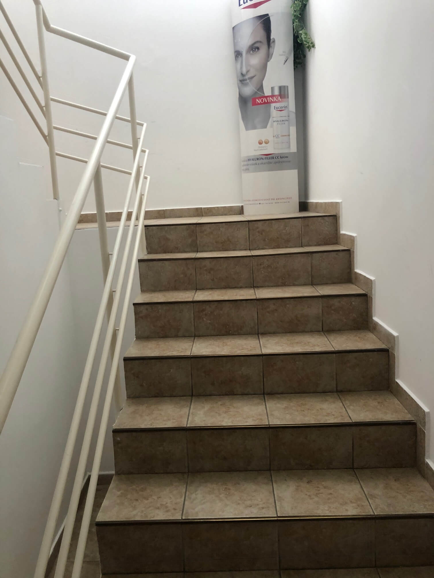 Troj podlažná budova s 10 kanceláriami, Riznerova ulica v Bratislave, nad hradom, úžitková 610m2-24