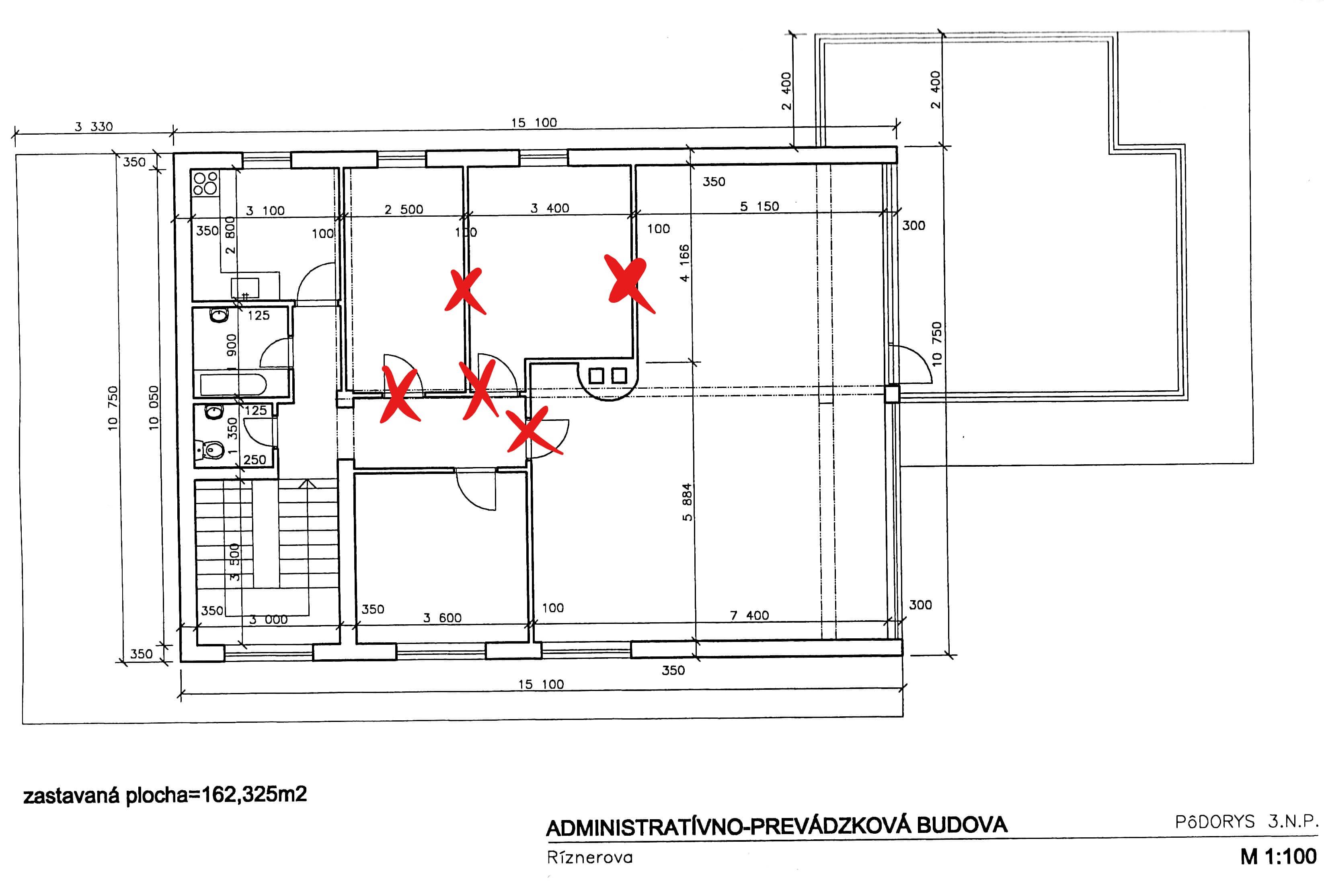 Troj podlažná budova s 10 kanceláriami, Riznerova ulica v Bratislave, nad hradom, úžitková 610m2-5