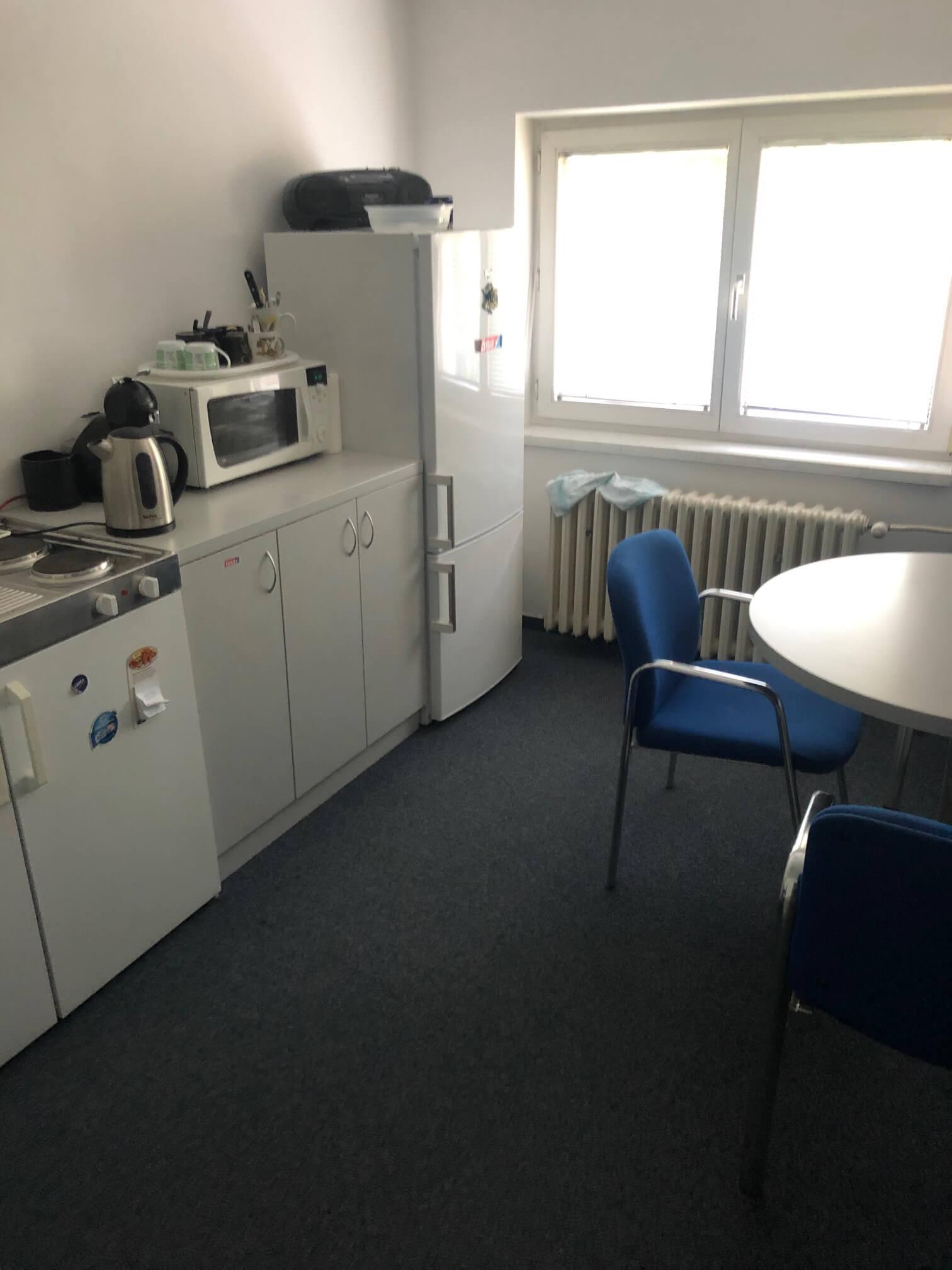 Troj podlažná budova s 10 kanceláriami, Riznerova ulica v Bratislave, nad hradom, úžitková 610m2-29