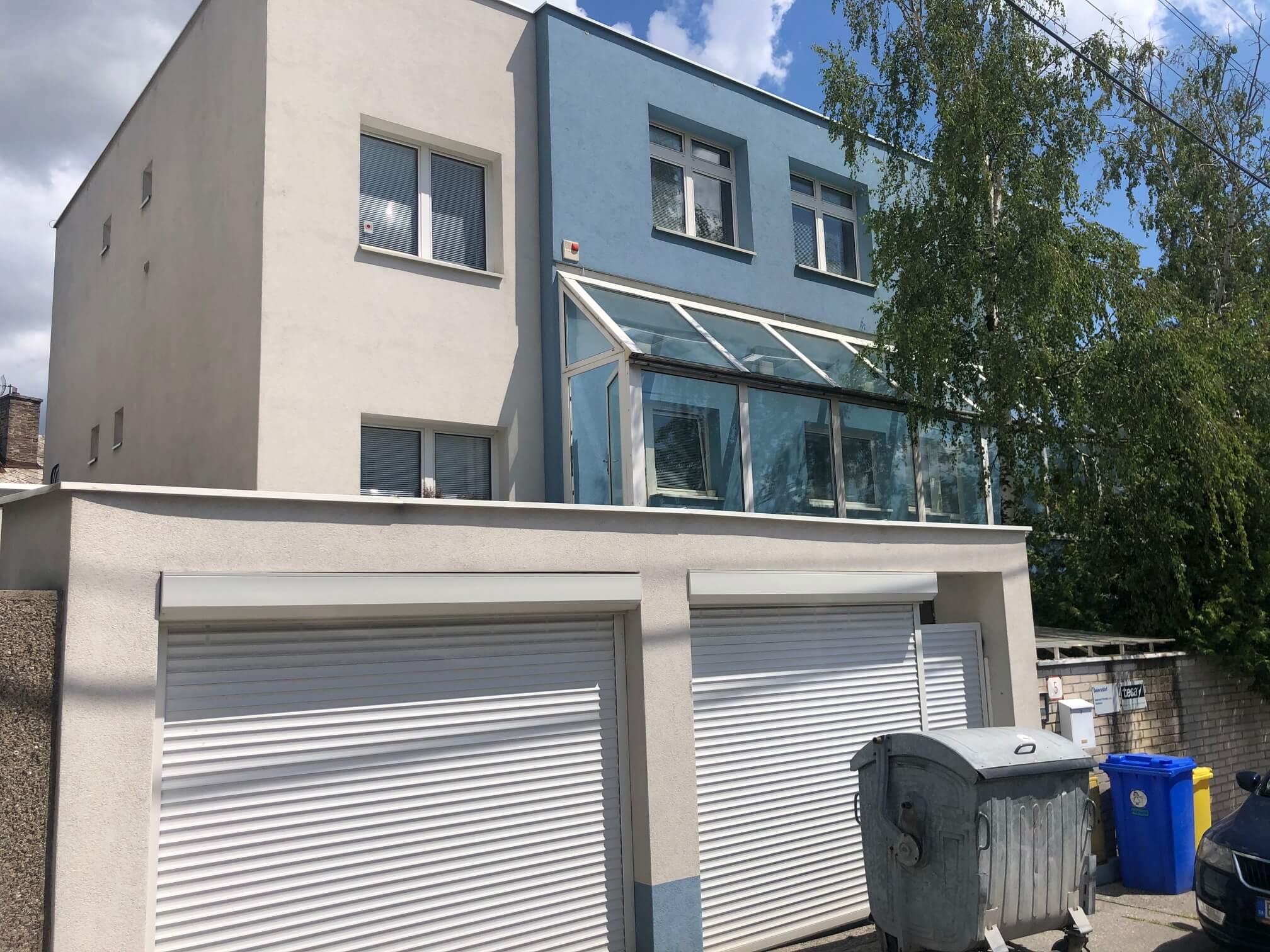 Troj podlažná budova s 10 kanceláriami, Riznerova ulica v Bratislave, nad hradom, úžitková 610m2-4