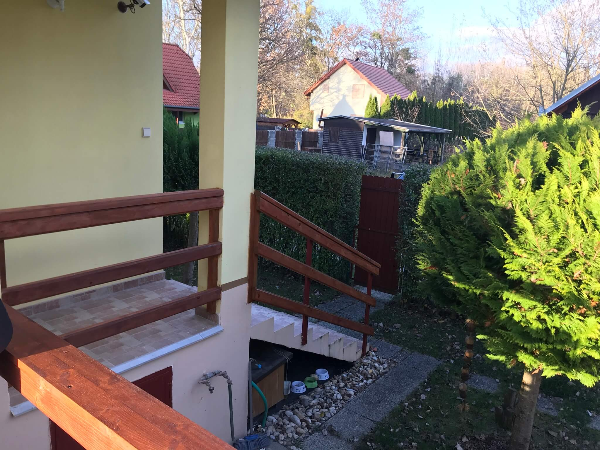 Predané: Exkluzívne 3 izbová chata o výmere 70m2 s 300m2 pozemkom, 2 podložná, v Gabčíkove pri hrádzi, kompe-37