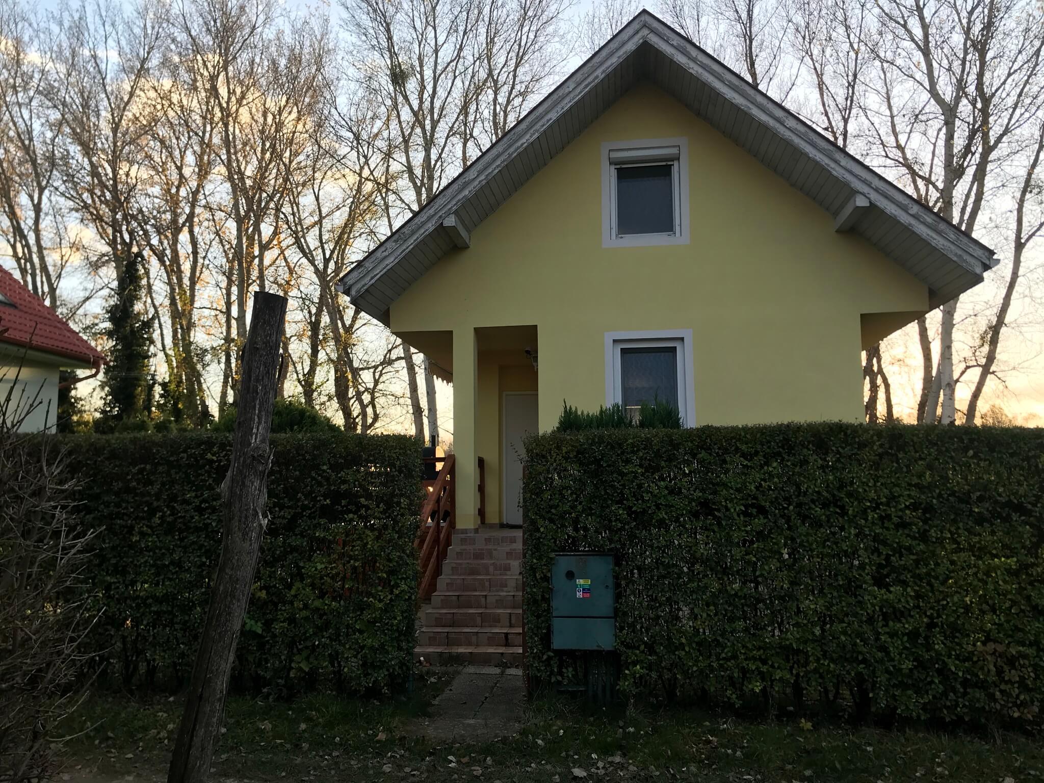 Predané: Exkluzívne 3 izbová chata o výmere 70m2 s 300m2 pozemkom, 2 podložná, v Gabčíkove pri hrádzi, kompe-31