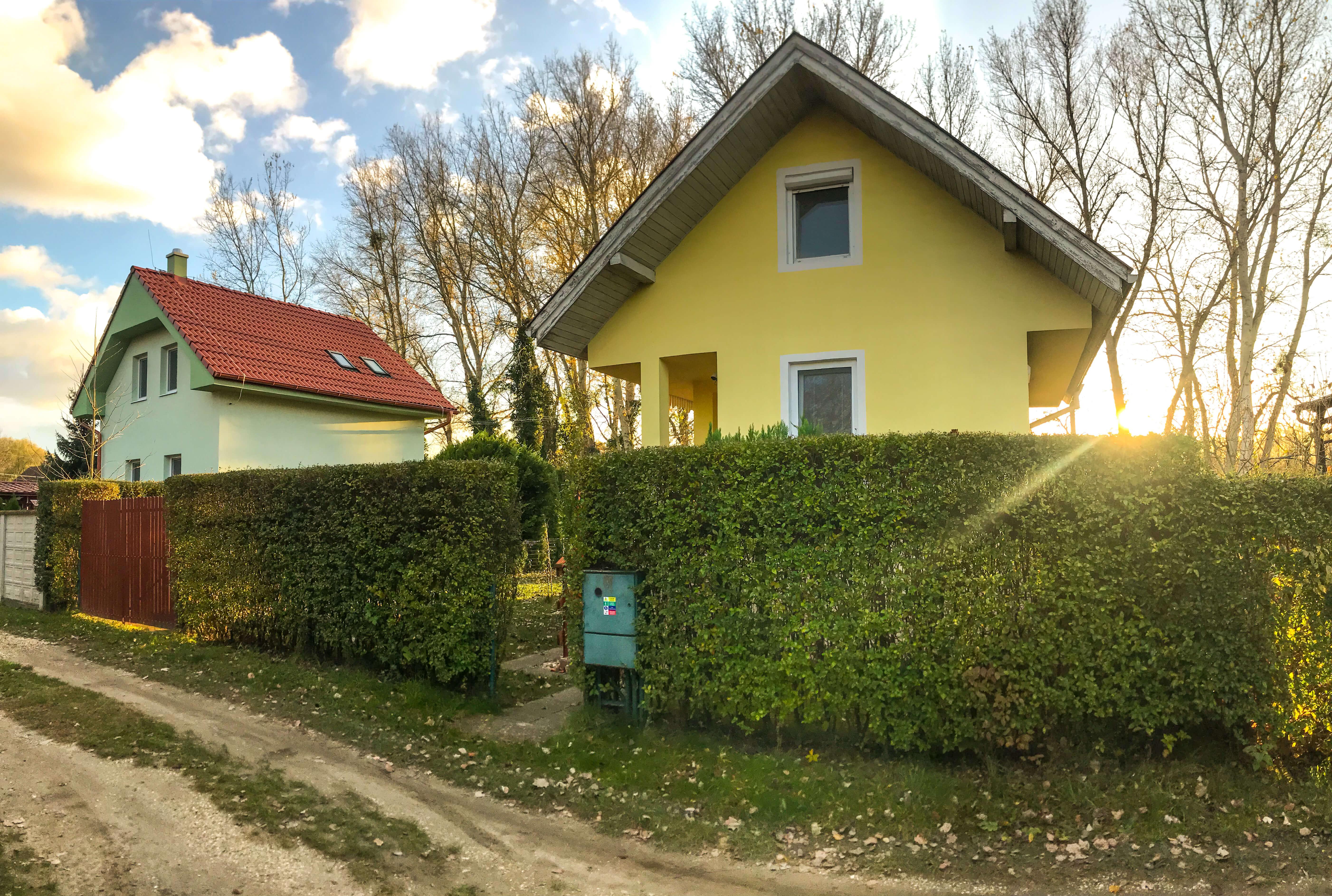 Predané: Exkluzívne 3 izbová chata o výmere 70m2 s 300m2 pozemkom, 2 podložná, v Gabčíkove pri hrádzi, kompe-30