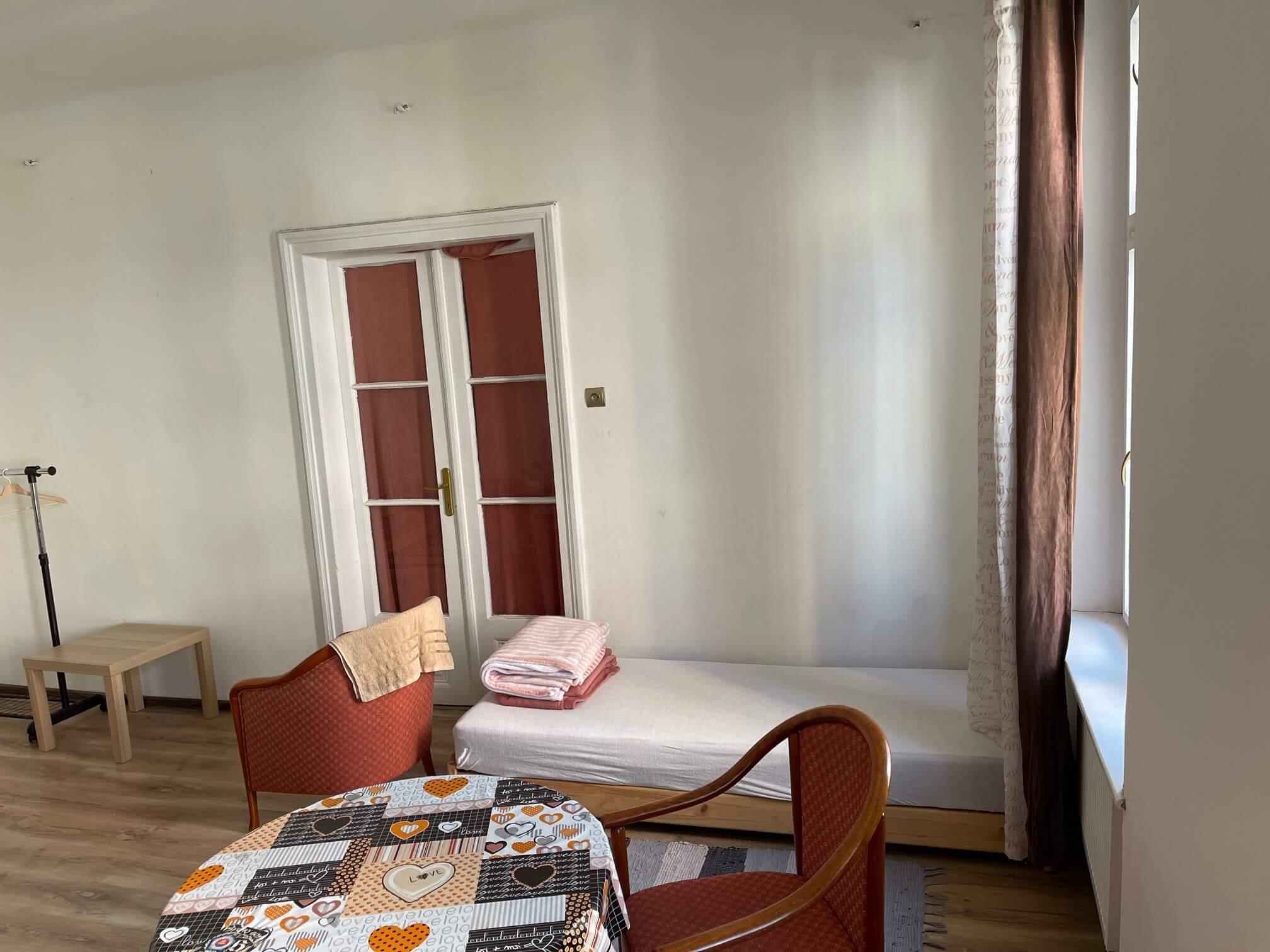 Exkluzívne na prenájom 4 izbový byt,Centrum,Obchodná ulica 36, plocha 130m2,zariadený,aj jednotlivo izby-4