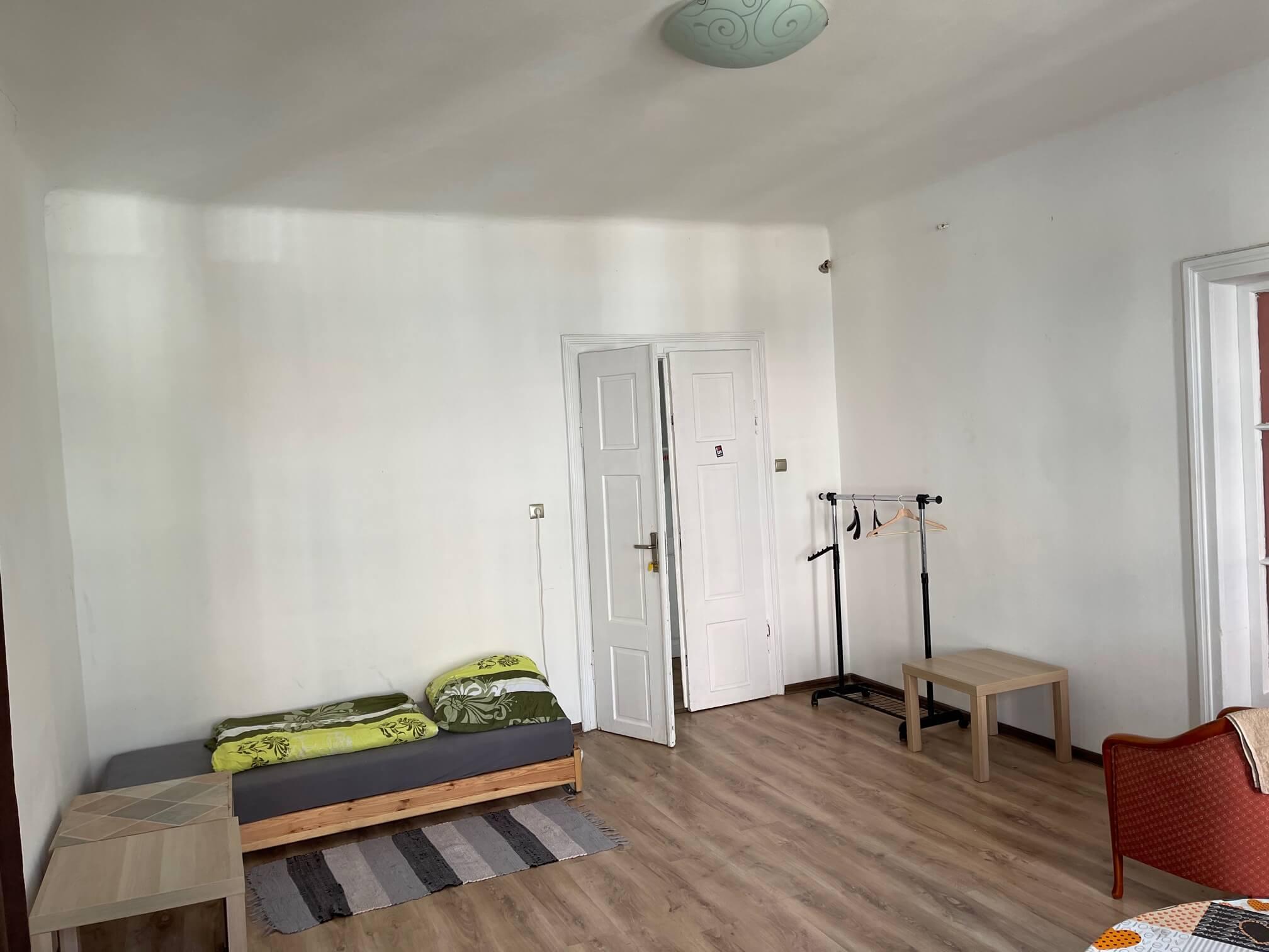 Exkluzívne na prenájom 4 izbový byt,Centrum,Obchodná ulica 36, plocha 130m2,zariadený,aj jednotlivo izby-15
