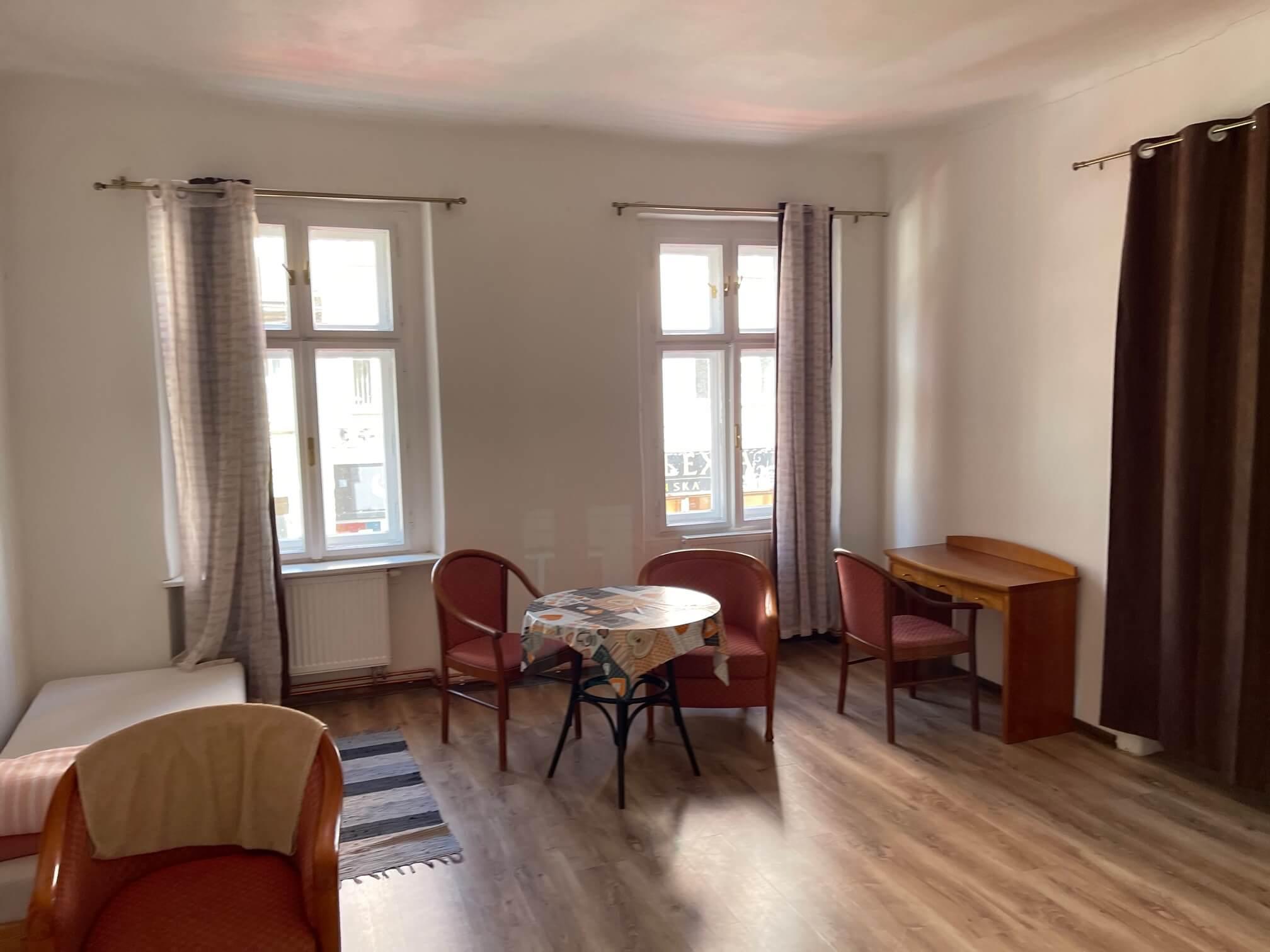 Exkluzívne na prenájom 4 izbový byt,Centrum,Obchodná ulica 36, plocha 130m2,zariadený,aj jednotlivo izby-14