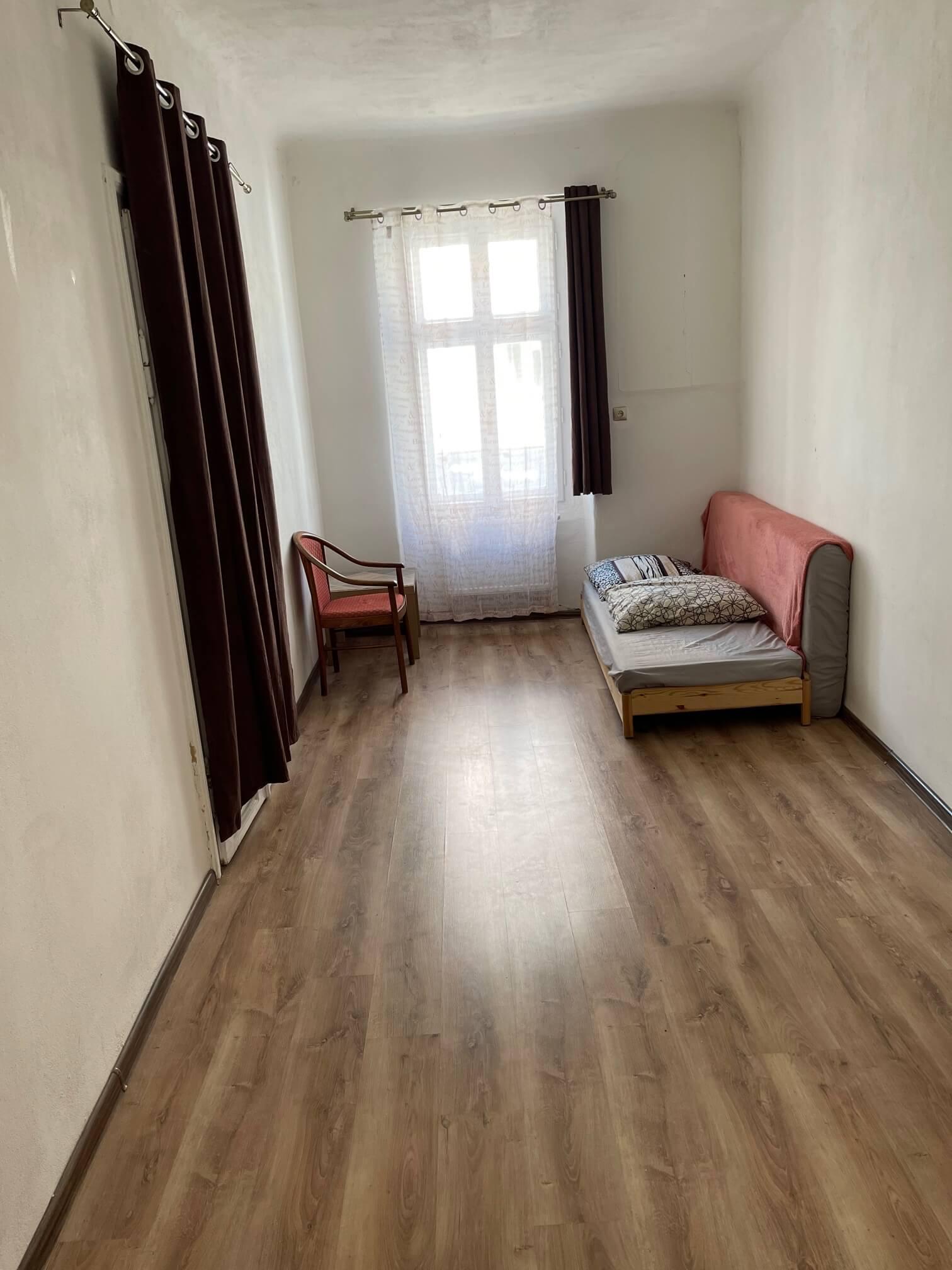 Exkluzívne na prenájom 4 izbový byt,Centrum,Obchodná ulica 36, plocha 130m2,zariadený,aj jednotlivo izby-13