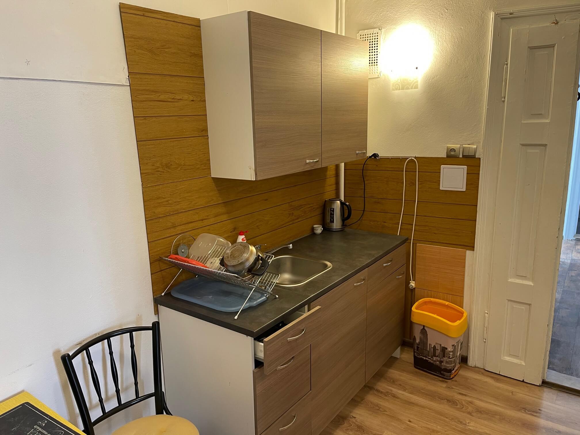 Exkluzívne na prenájom 4 izbový byt,Centrum,Obchodná ulica 36, plocha 130m2,zariadený,aj jednotlivo izby-11