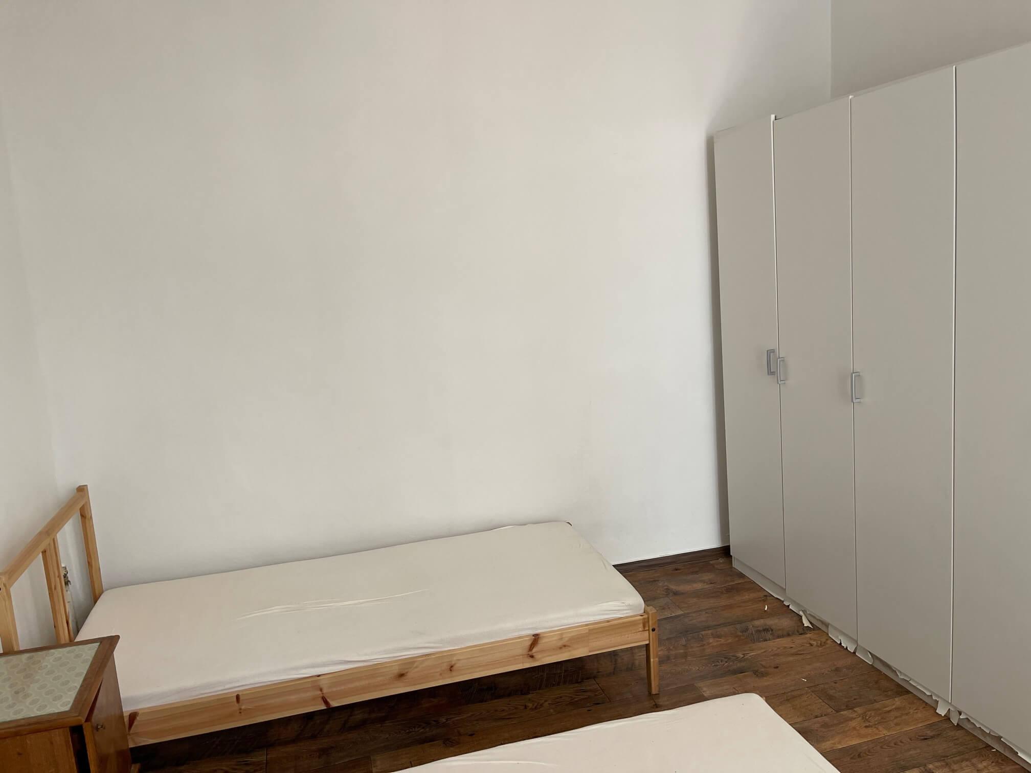 Exkluzívne na prenájom 4 izbový byt,Centrum,Obchodná ulica 36, plocha 130m2,zariadený,aj jednotlivo izby-3