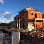 Veľký rozostavaný rodinný dom, 3NP spolu 355,13m2,pozemok 650m2,Novalja, na ostrove Pag, Chorvátsko-0
