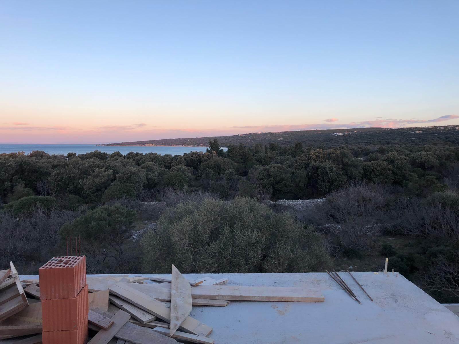 Veľký rozostavaný rodinný dom, 3NP spolu 355,13m2,pozemok 650m2,Novalja, na ostrove Pag, Chorvátsko-2