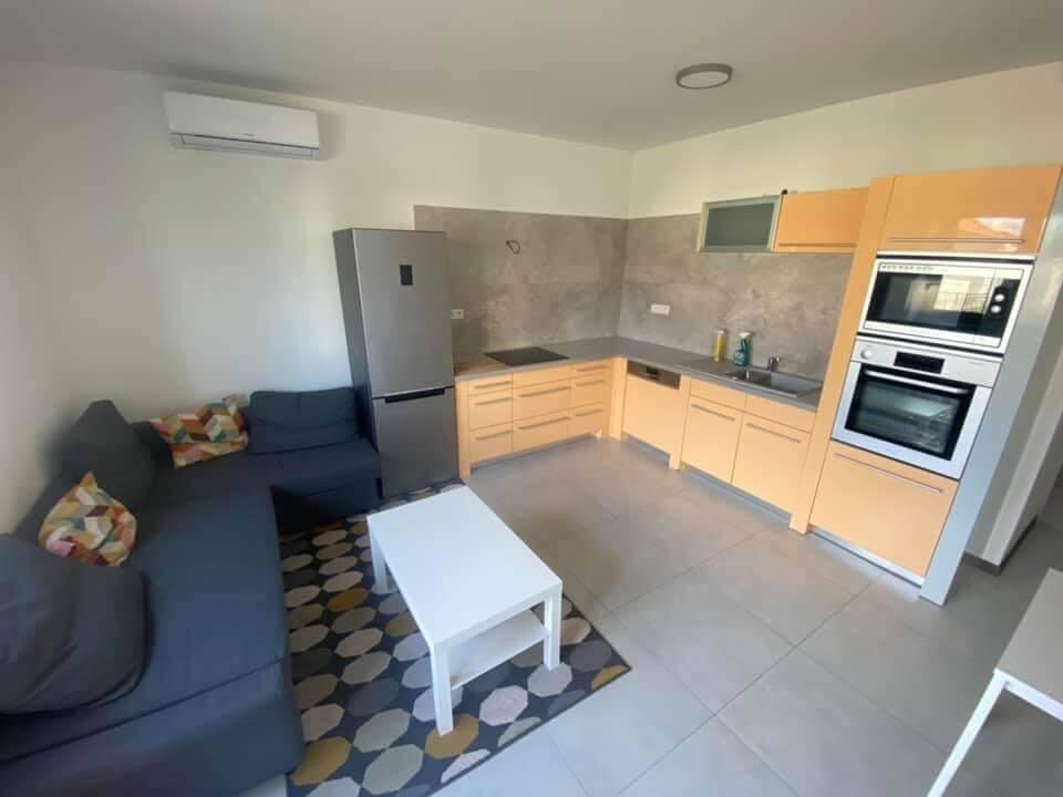Na prenájom úplne nový 2 izbový byt v Malackách, Kukučínová,60m2, predzáhradka 18m2, 2x parkovonie-1