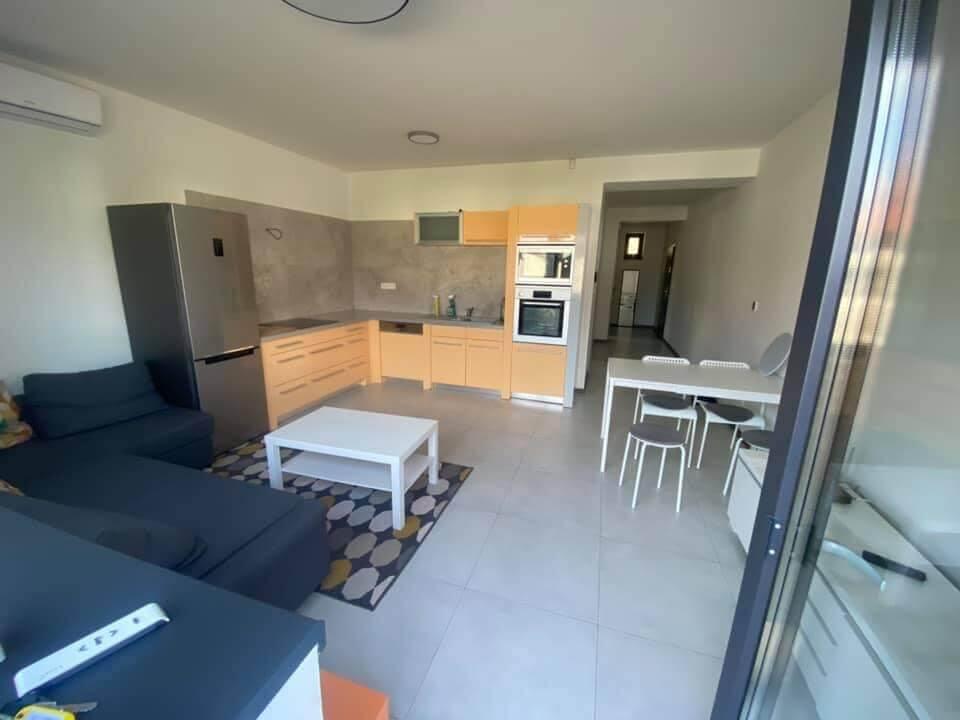 Na prenájom úplne nový 2 izbový byt v Malackách, Kukučínová,60m2, predzáhradka 18m2, 2x parkovonie-0