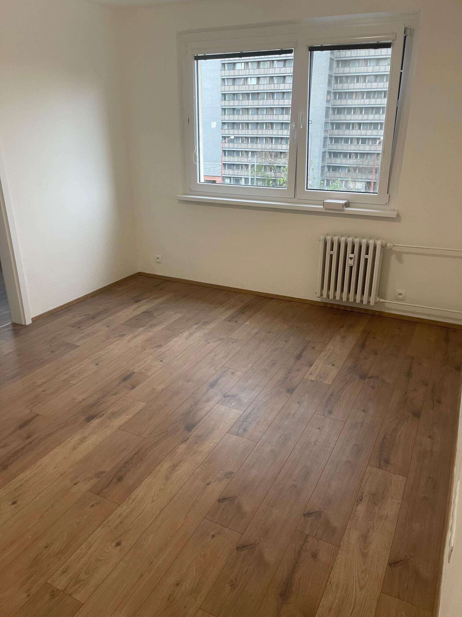Exkluzívne na predaj zrekonštruovaný 2 izbový byt, 48m2, Fedáková 12, Dúbravka, pri OC Saratov-12