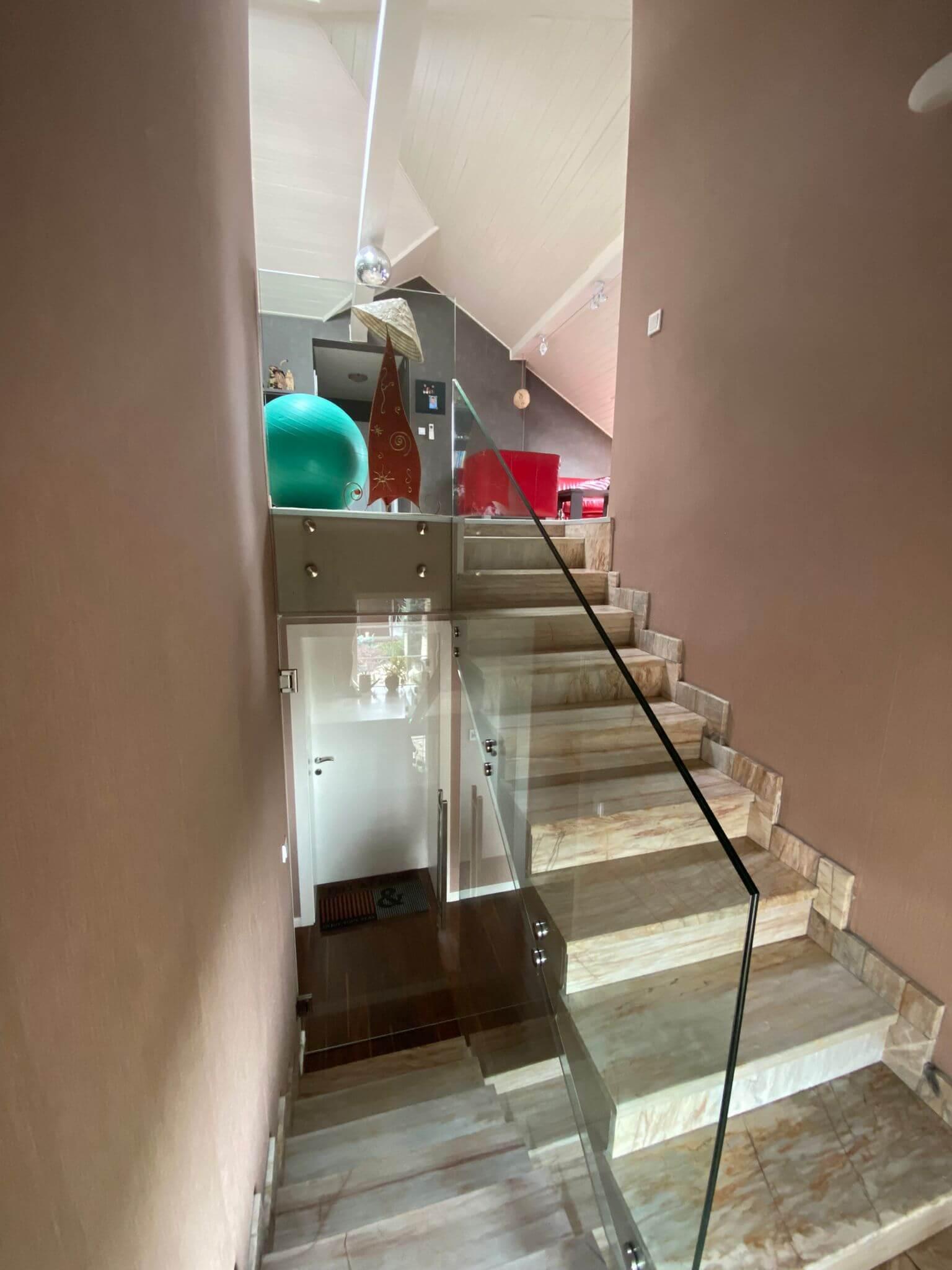Rodinná Vila 6 izbová, úžitková 650m2, 3 podlažia, pozemok 1008m2, Lučenec – Opatová-53