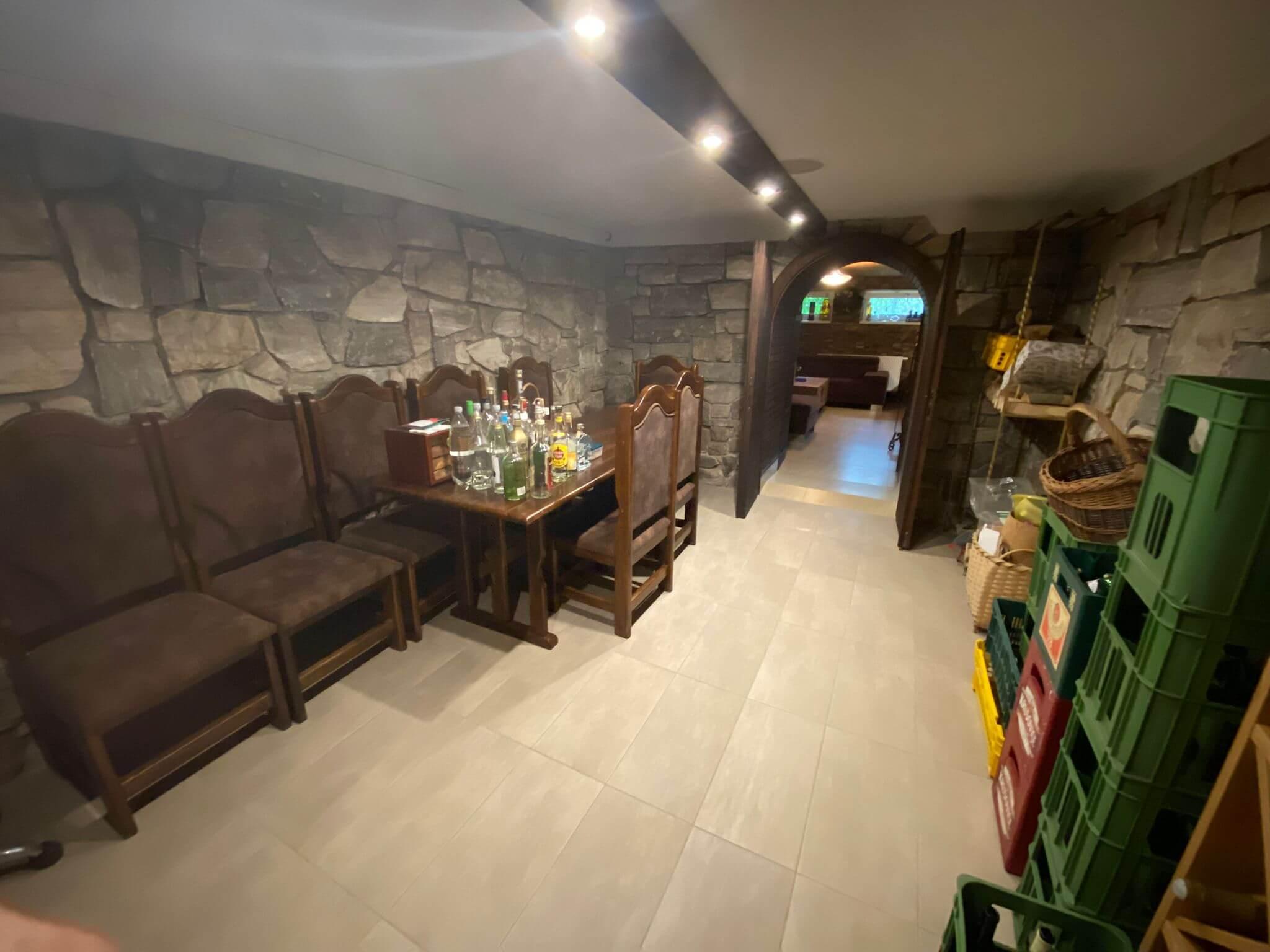 Rodinná Vila 6 izbová, úžitková 650m2, 3 podlažia, pozemok 1008m2, Lučenec – Opatová-6