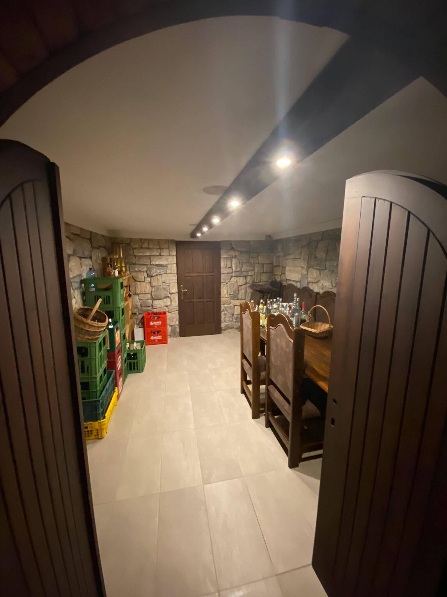 Rodinná Vila 6 izbová, úžitková 650m2, 3 podlažia, pozemok 1008m2, Lučenec – Opatová-25