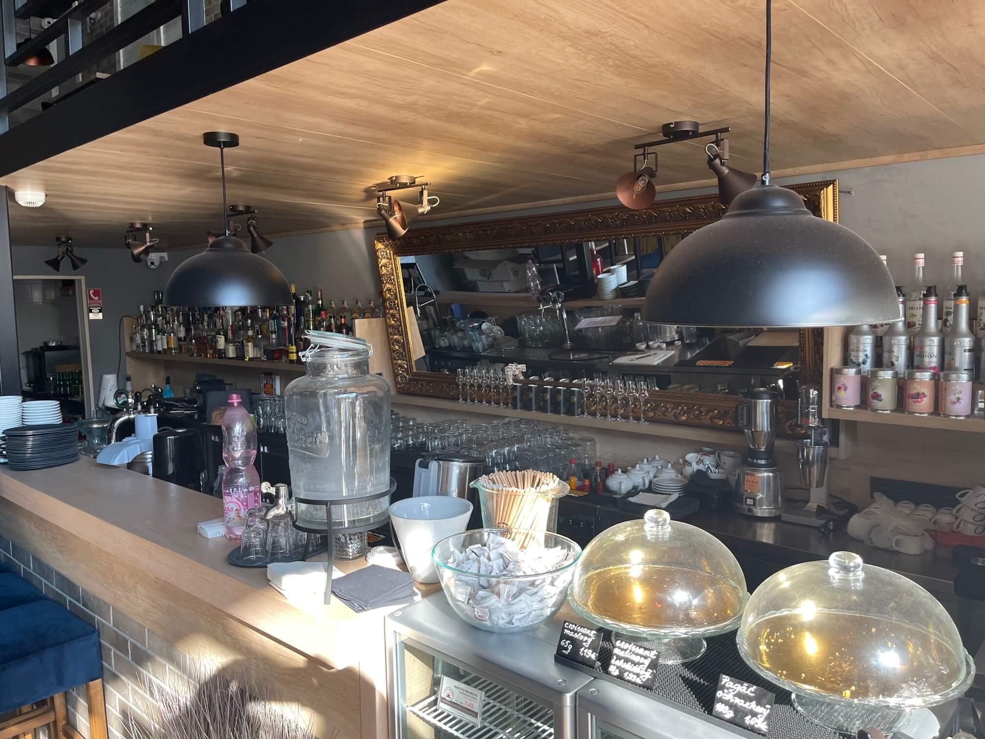 Predaj exkluzívneho baru 128,80m2, pre 70 + 40 ludí, kompletne zrekonštruovaný, Panorama City-8