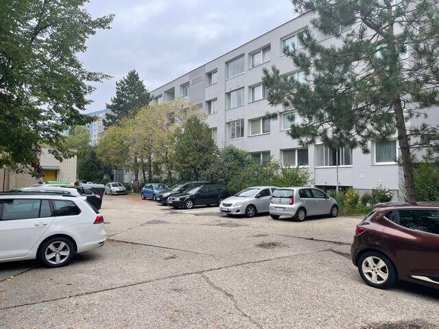 Exkluzívne na prenájom 3 izbový byt, 83m2, 2x loggia 4,5m2, Karolovka, Janotová 8-26