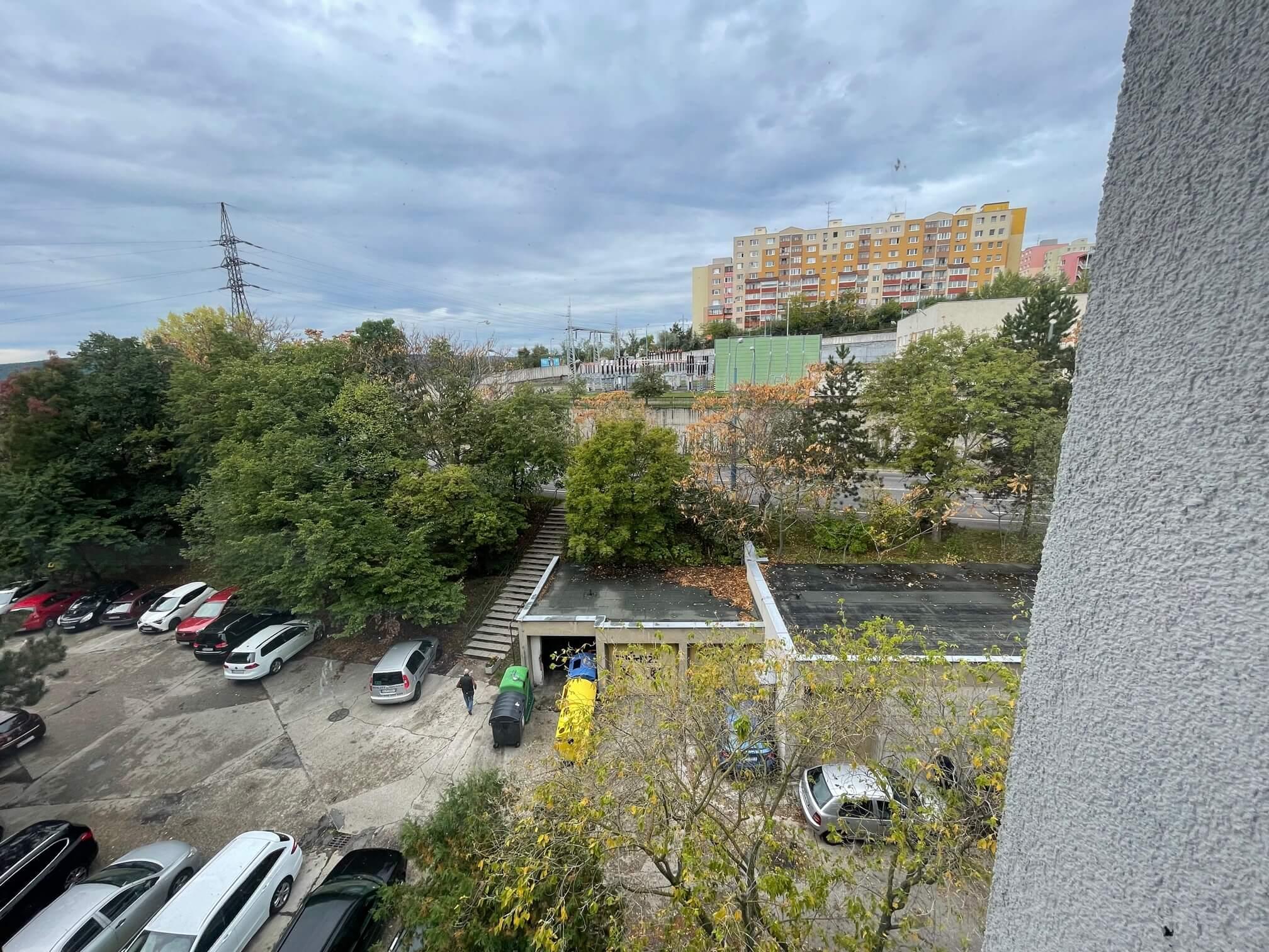 Exkluzívne na prenájom 3 izbový byt, 83m2, 2x loggia 4,5m2, Karolovka, Janotová 8-17