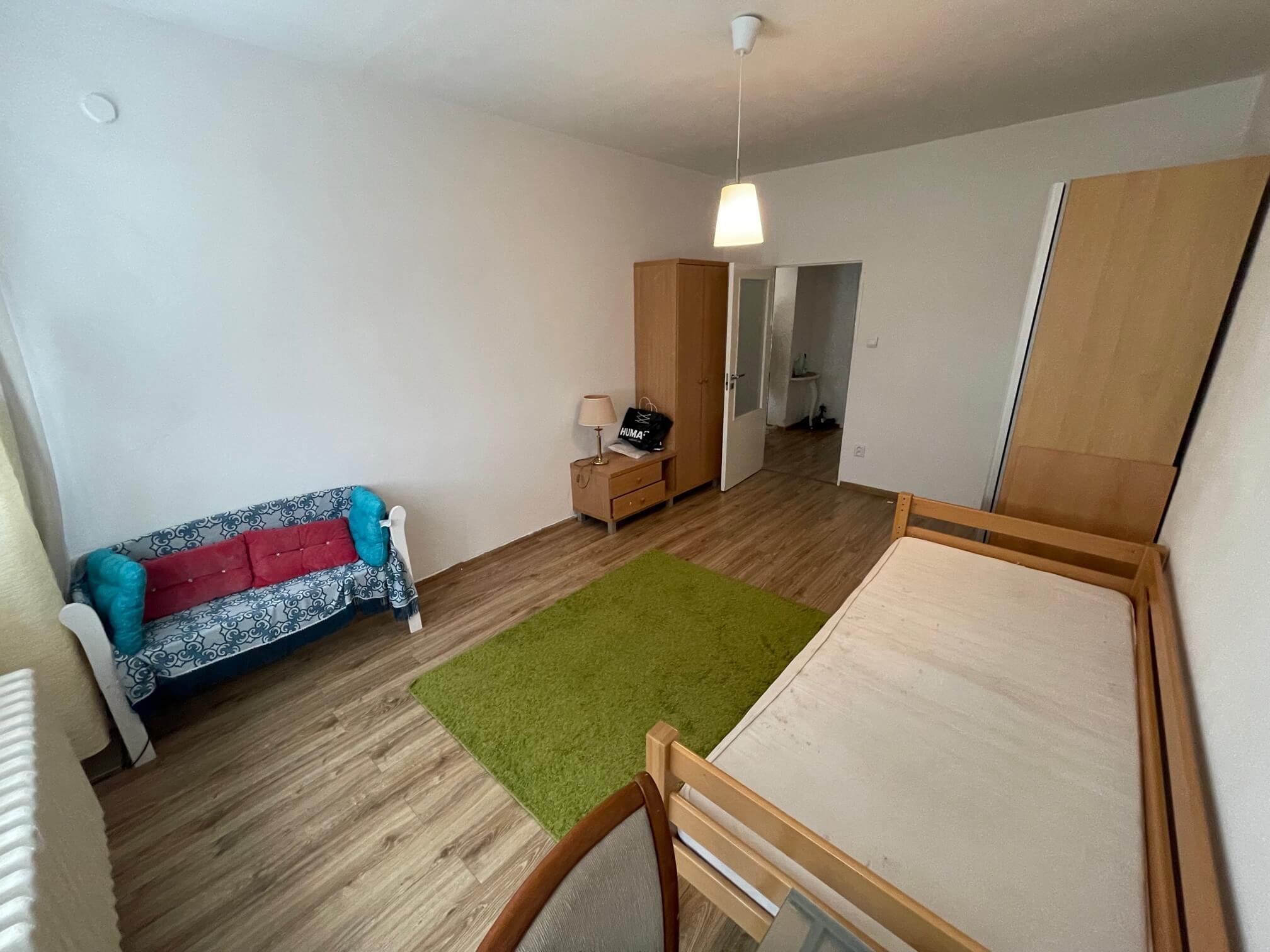 Exkluzívne na prenájom 3 izbový byt, 83m2, 2x loggia 4,5m2, Karolovka, Janotová 8-10