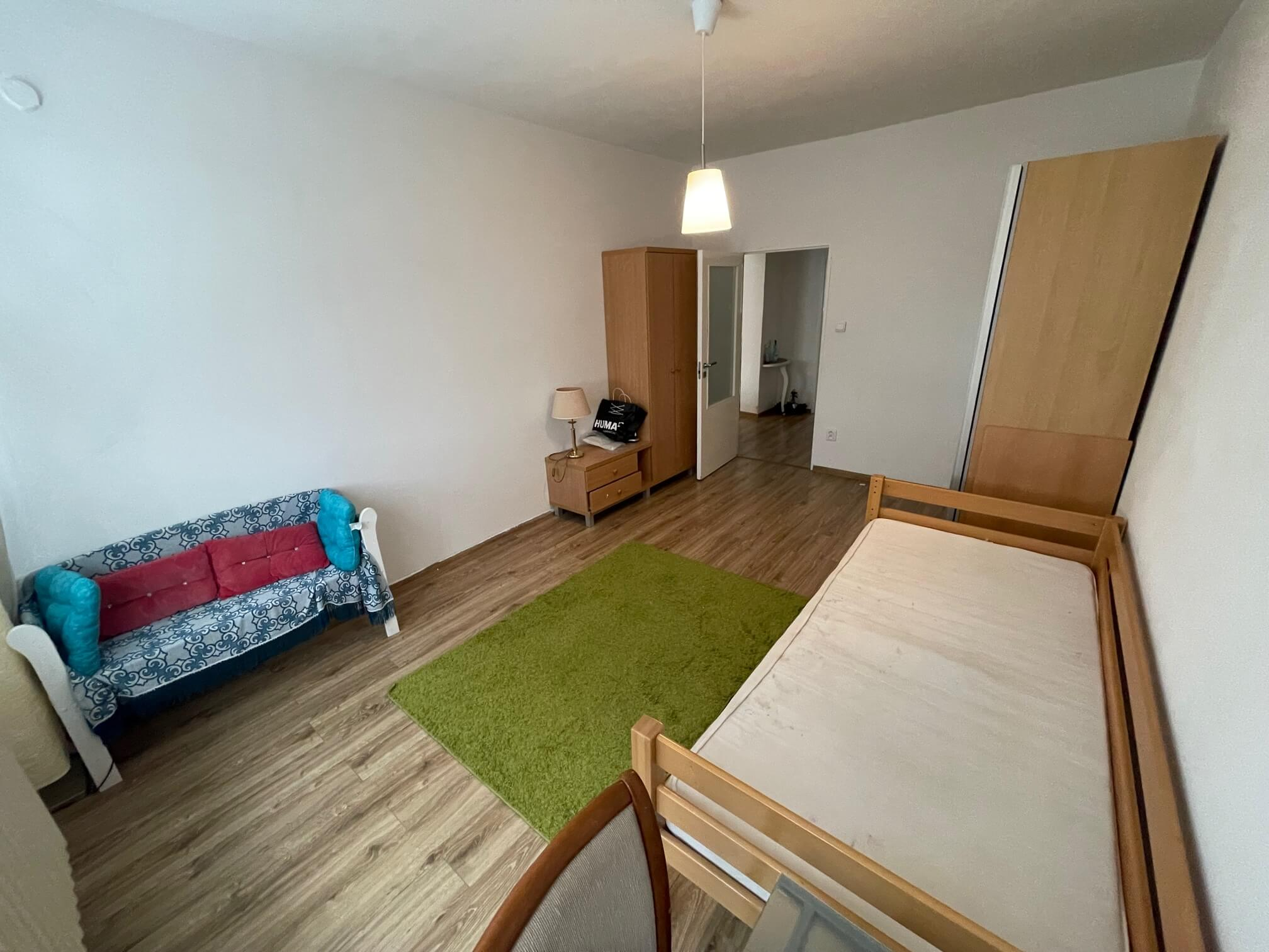 Exkluzívne na prenájom 3 izbový byt, 83m2, 2x loggia 4,5m2, Karolovka, Janotová 8-9