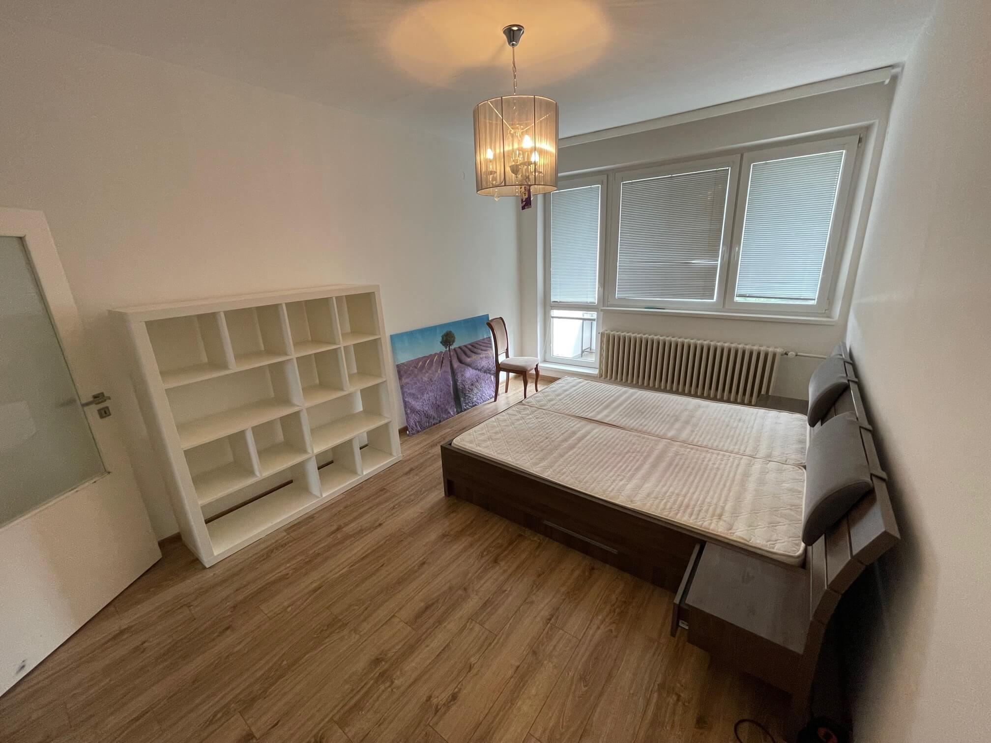 Exkluzívne na prenájom 3 izbový byt, 83m2, 2x loggia 4,5m2, Karolovka, Janotová 8-4