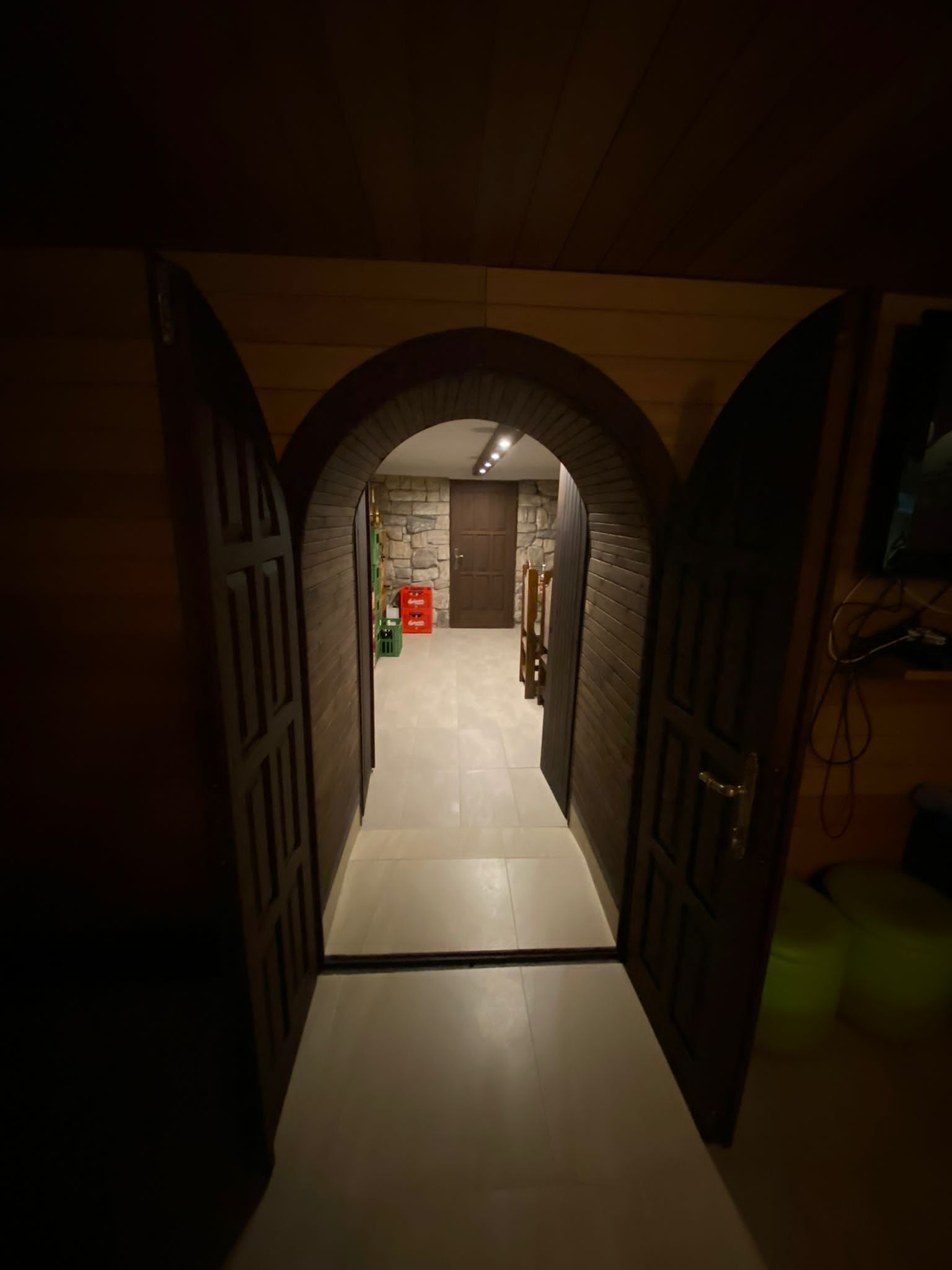 Rodinná Vila 6 izbová, úžitková 650m2, 3 podlažia, pozemok 1008m2, Lučenec – Opatová-16