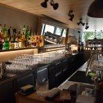 Predaj exkluzívneho baru 128,80m2, pre 70 + 40 ludí, kompletne zrekonštruovaný, Panorama City-1